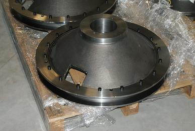 Adjustment disk for hydraulically adjustable blades